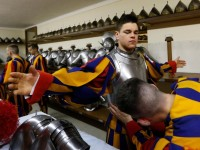 Swiss Guard recruits pledge to protect the pope with their lives