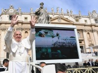 Pope at General Audience: Pray Always, Don't Lose Heart