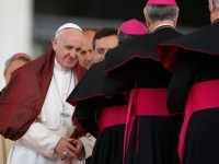 God has a weakness for humble hearts, pope says at audience