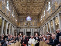 Life is short; start forgiving, making amends, pope tells priests