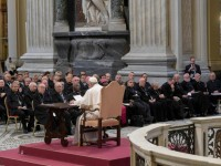 Rome retreat: Pope offers crash course on mercy in priestly ministry