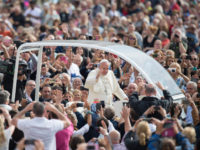 Pope Encourages Youth to Meditate on Christ's Passion