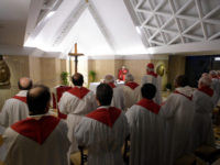 Pope Suggests a Prayer for Before the Tabernacle: 'You Are God, I Am a Poor Child Loved by You'