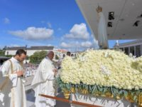 Pope's Homily in Fatima: 'We Have a Mother. Cling to Her'