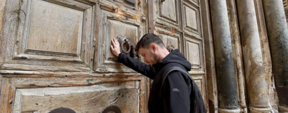 Mideast Christian leaders shut Church of Holy Sepulcher to protest taxes