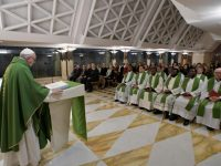 Poverty, humility needed to heal wounded hearts, pope says