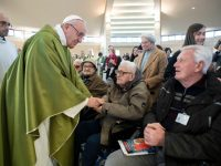 Welcome Christ present in migrants and refugees, pope urges