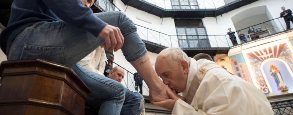 Pope to celebrate Holy Thursday with prisoners