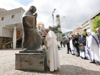 Update: Pope draws lessons from Mother Teresa in city of her birth