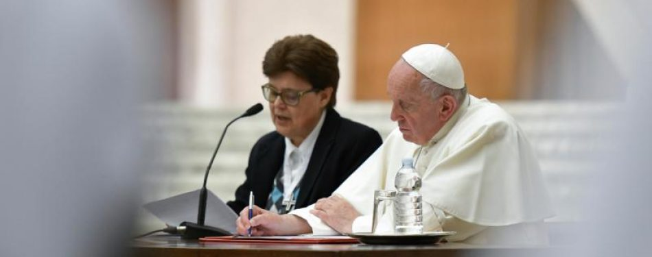 Pope discusses deaconesses, need for nuns to be servants not maids
