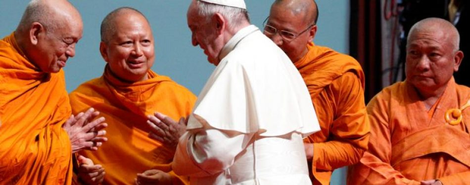 Be brave enough to dialogue, pope tells Thai religious leaders