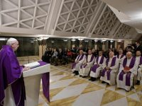 Go to confession, let yourself be consoled, pope says