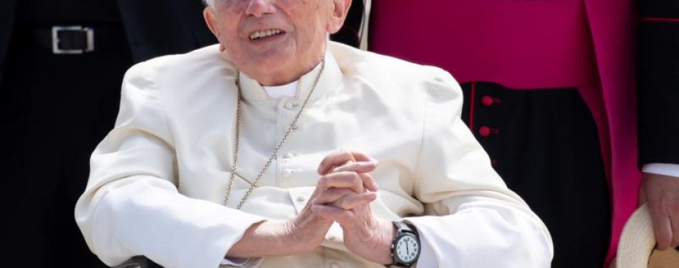 Retired pope returns to Vatican after visiting his brother in Germany