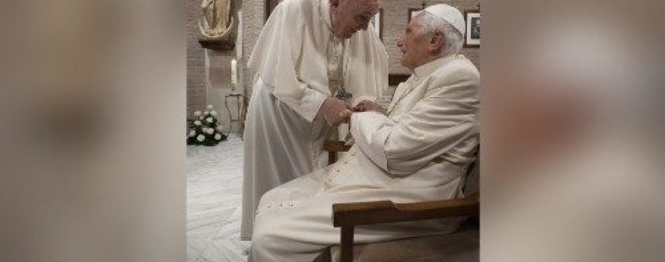 Pope Francis and the Pope emeritus receive Covid-19 vaccine