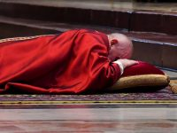 Cardinal, at pope's Good Friday service, decries divisions within church