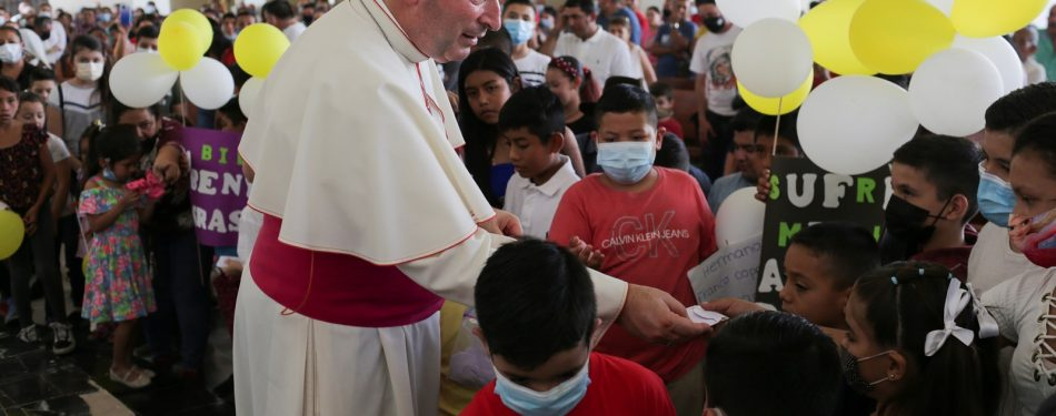 Nuncio tells besieged Mexican town: The church is with you