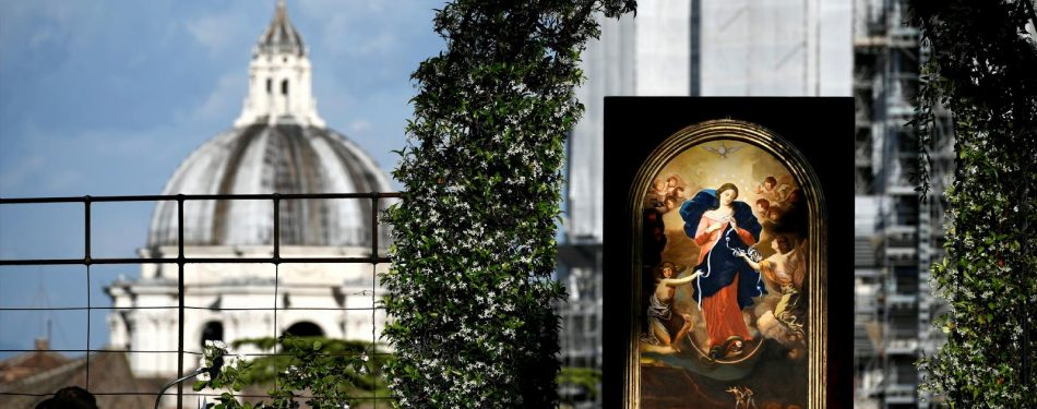 With world still in knots, pope turns to Mary with prayers