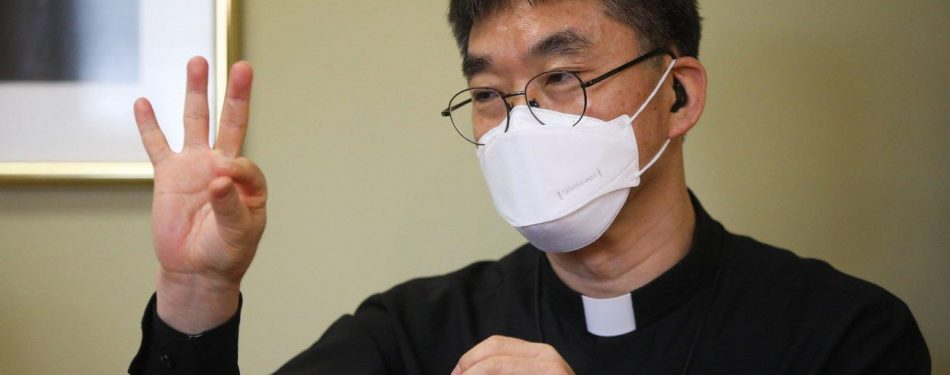 Deaf priest works to help others understand deafness as a culture