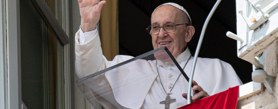 At Angelus, pope warns against using God, others for selfish aims